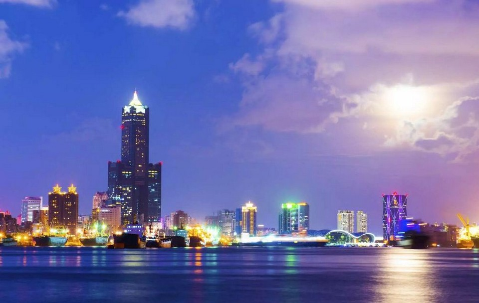 What to do in Kaohsiung at night Night city tour at night (1)