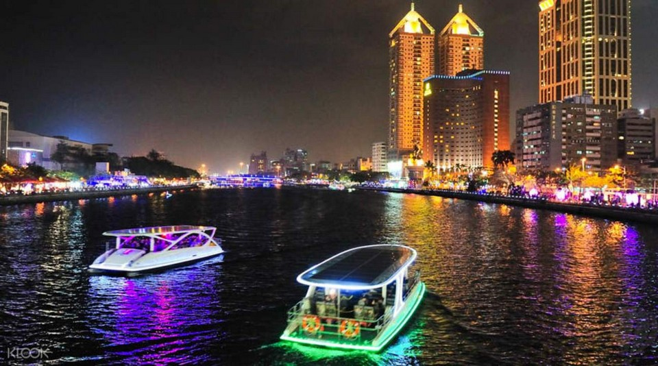 love river takao river kaohsiung at night (2)