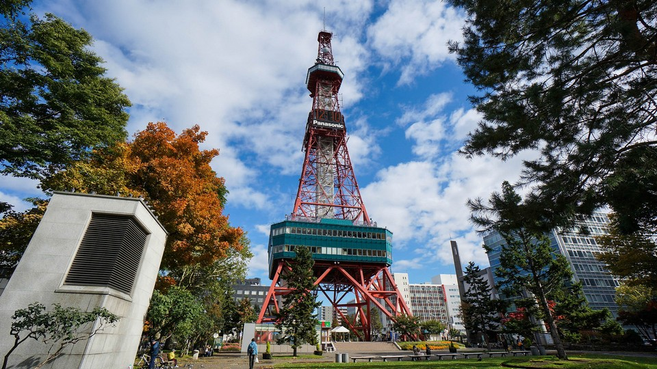Sapporo TV tower autumn (1)