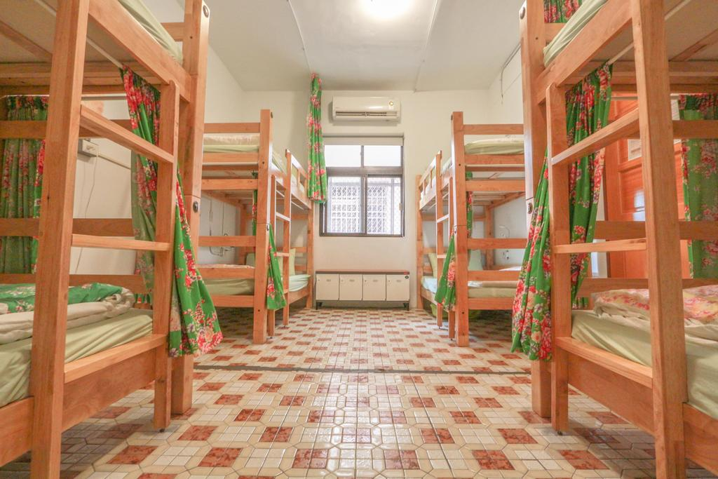 Cheap hotel in Taichung T-Life Hostel (1)