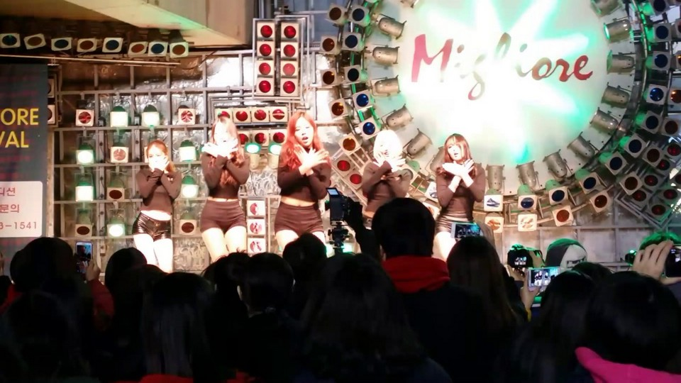 live music at Dongdaemun migliore shopping center