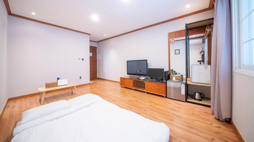 Cheap places to stay in Jeju island Goodstay Nulsong Parktel (1)