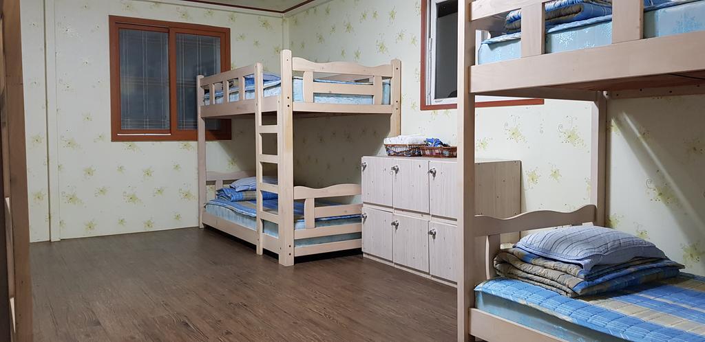 Cheap guesthouse in Jeju island Jun House (1)