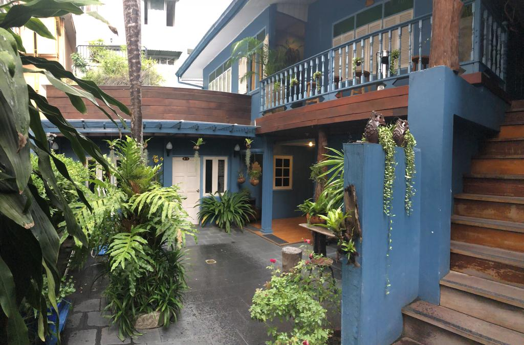 Cheap homestay in Bangkok Blue Chang House (1)