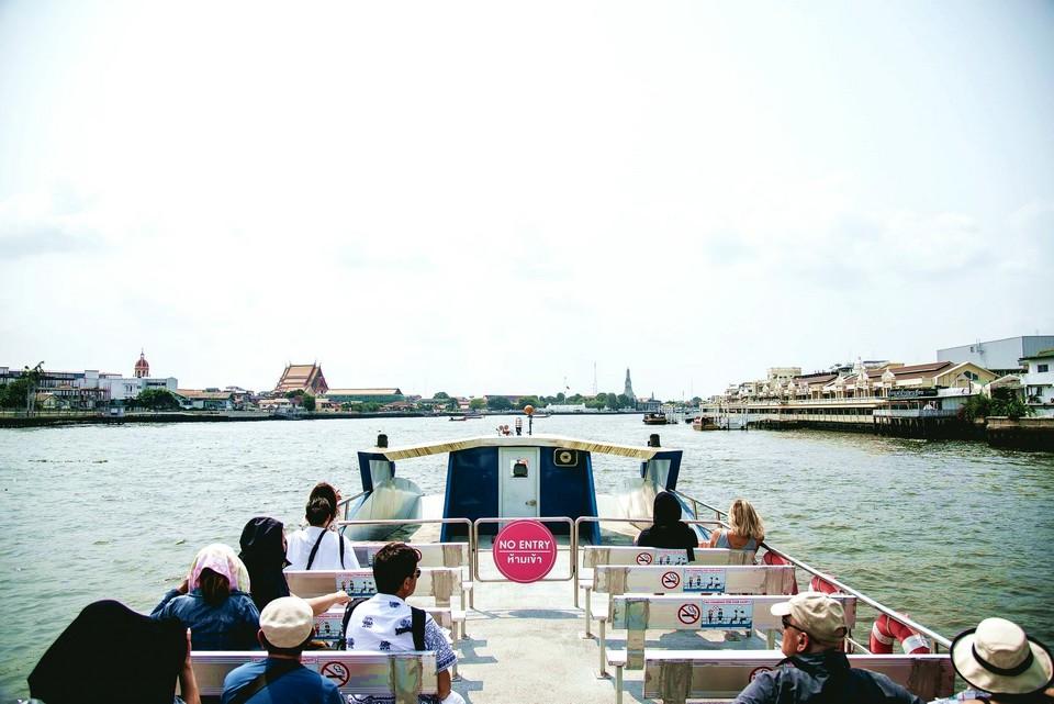 chao phraya hop on hop off boat3