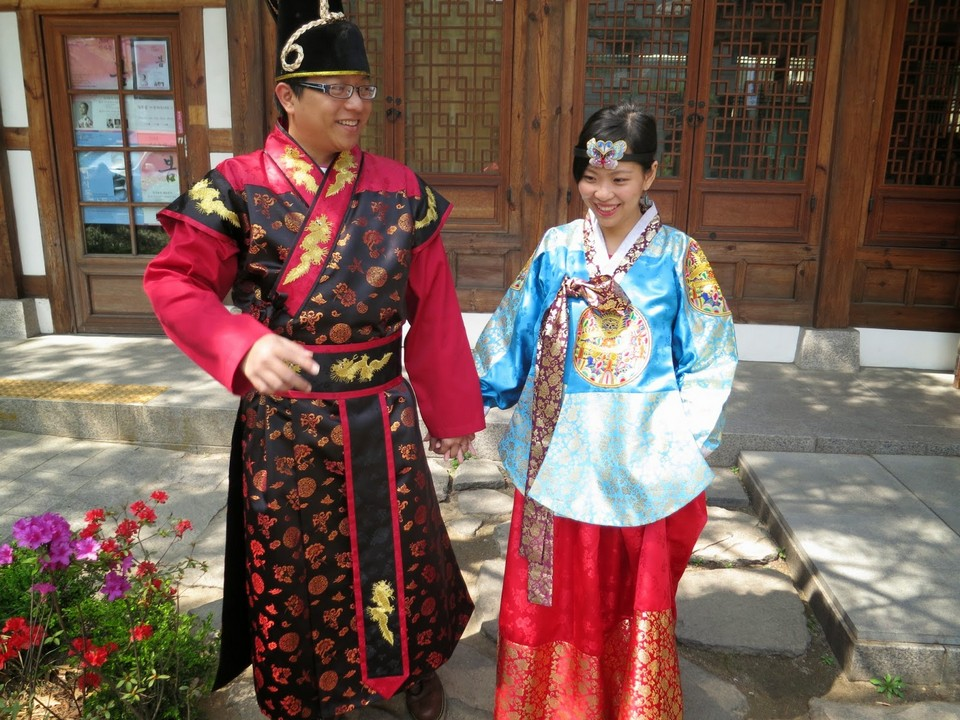 Wearing traditional hanbok in Insadong