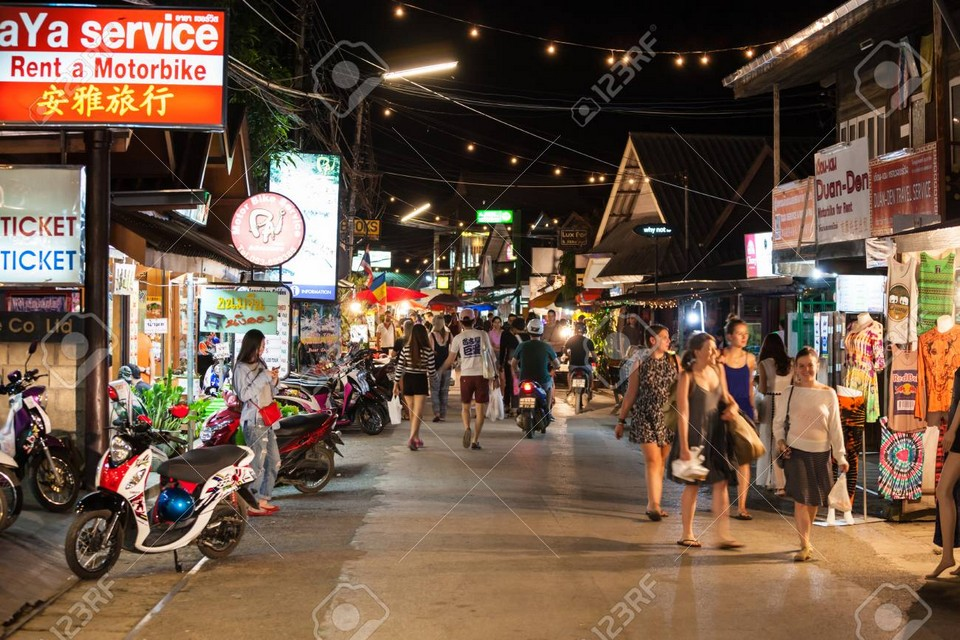 Explore the Pai night market (1)