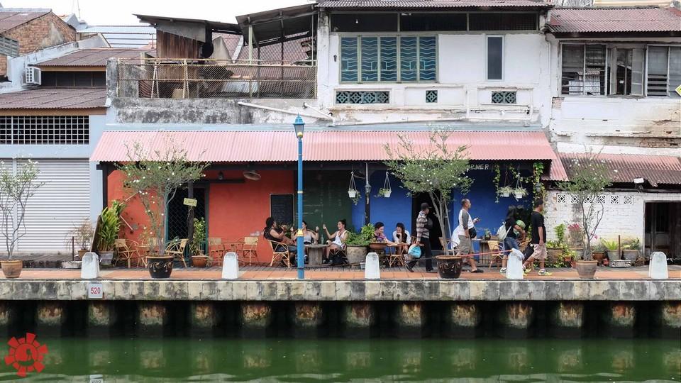 Melaka itinerary 1 day Cafe by the Malacca River (1)