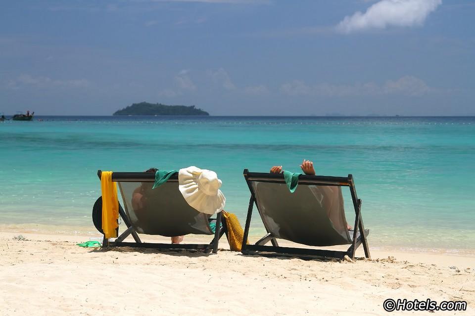 Best beaches in Thailand Laem Tong Beach — Koh Phi Phi (1)