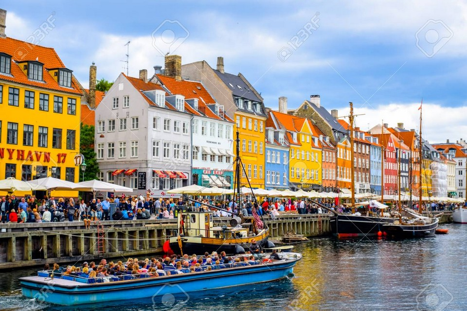 76901792-nyhavn-copenhagen-denmark-17th-century-waterfront-canal-and-entertainment-district-in-copenhagen-den (1)