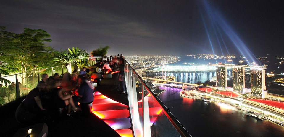 Best sky bar in Singapore 1 ALTITUDE (2)