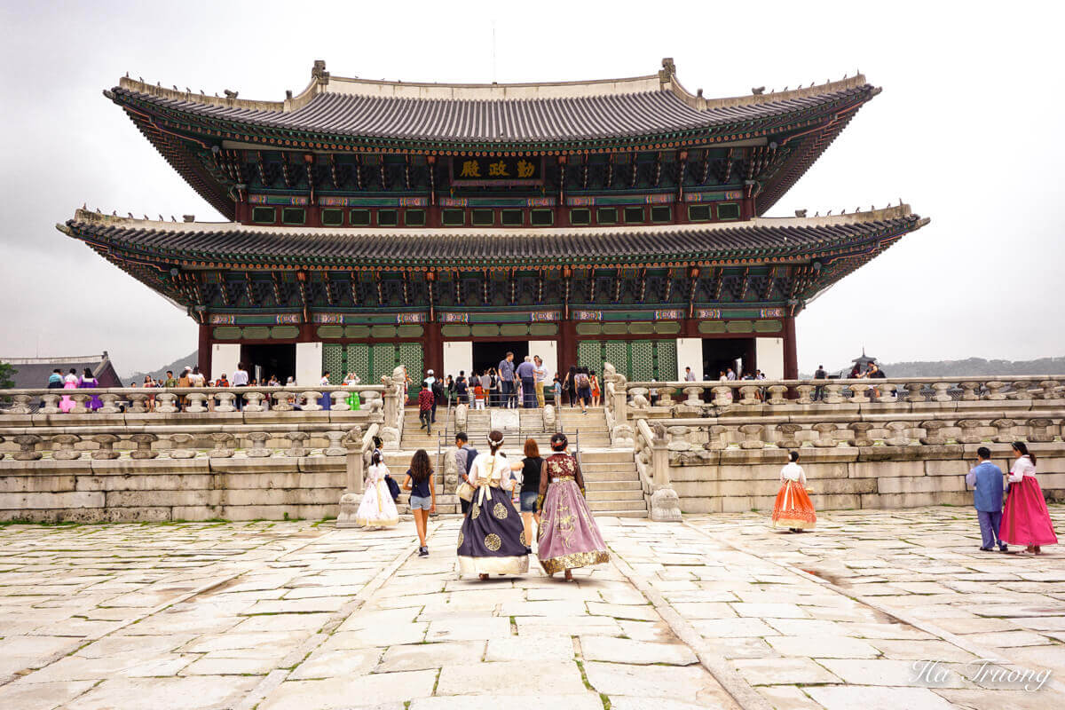 Free entrance if you are wearing Hanbok.