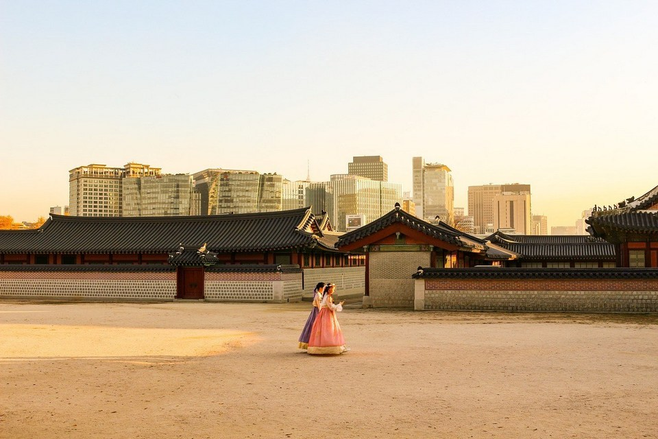 Enter your Joseon-dynasty dreams by renting a hanbok in Seoul