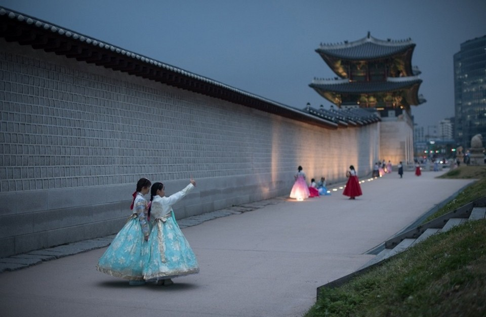 Tourists can rent Hanbok for 90 minutes or 4 hours.