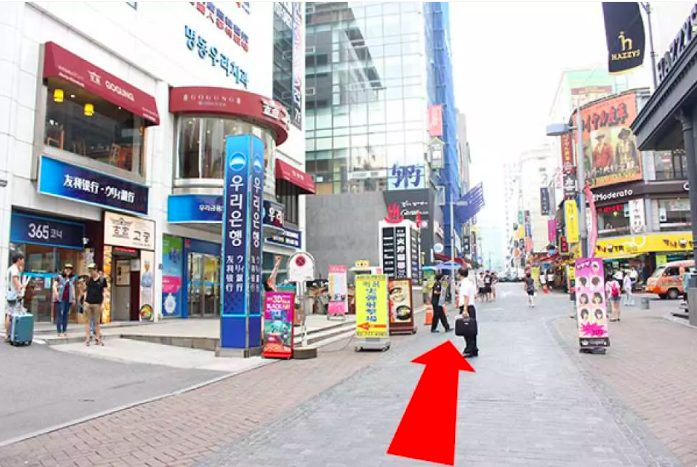Go ahead to see a name board of Woori Bank of which left side is destination