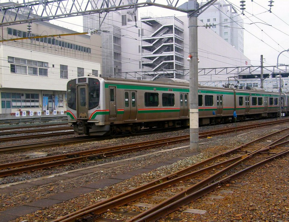 JR Senzan Line train