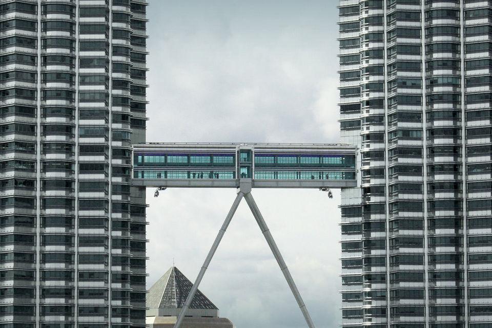 skybridge petronas twin towers kuala lumpur malaysia