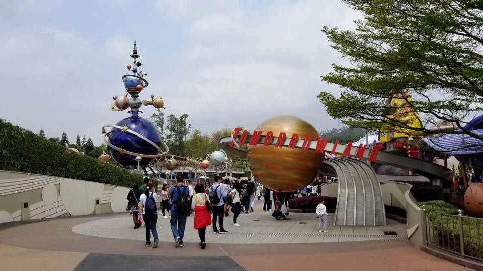 tomorrow land hong kong disneyland