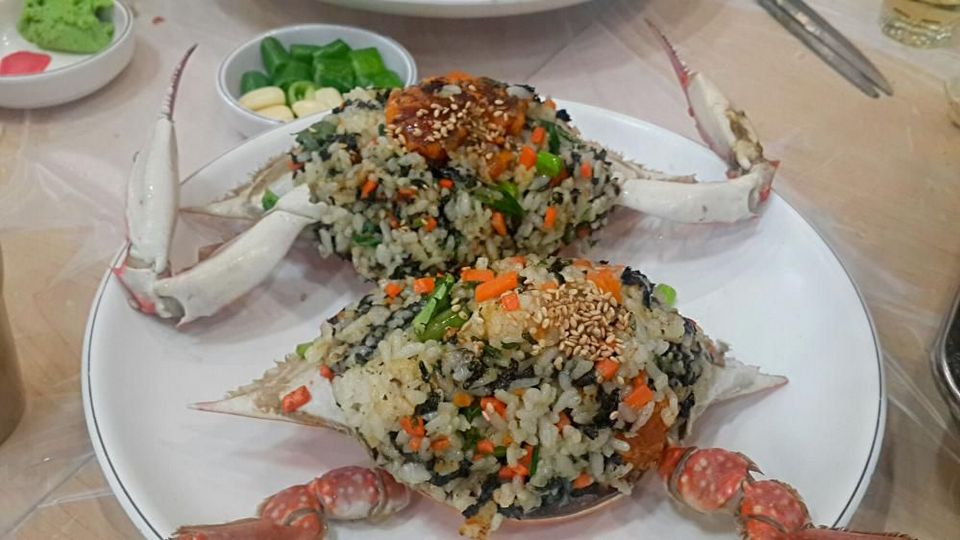 Mixed rice with crab carapace