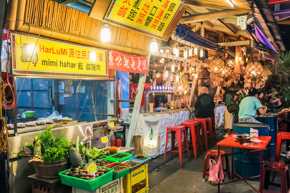 Dongdamen night market