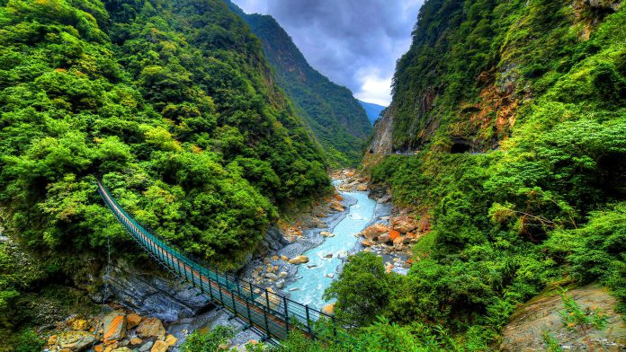 A romantic scenery of Taroko National Park