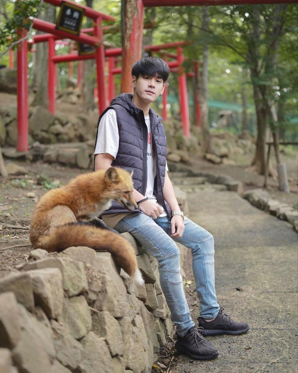 Tourist with zao fox