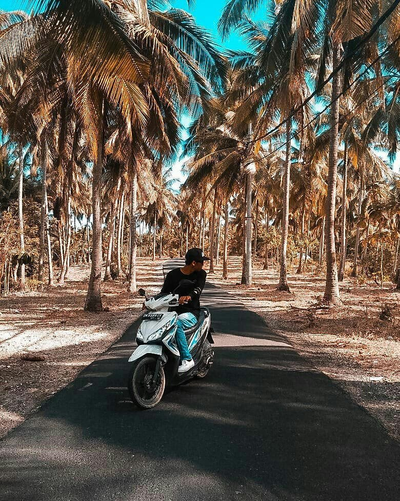 Going around Nusa Penida island by motobikes