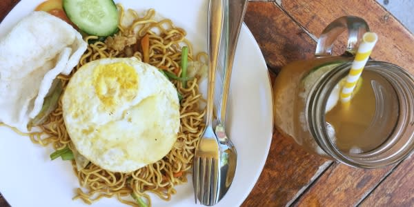 Lunch with Mie Goreng at the local restaurant on the island