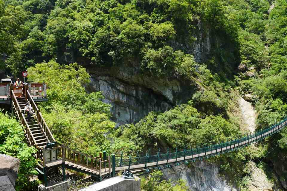 Zhuilu Old Trail entrance inside