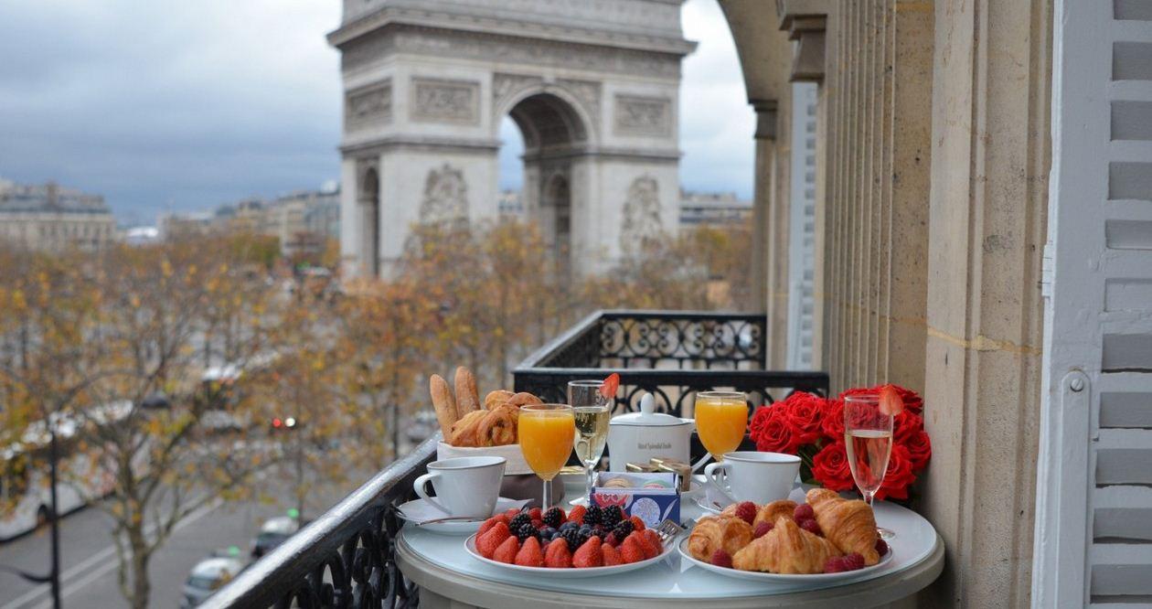 Hotel Splendid Etoile Paris Review Once Luxurious In Splendid Etoile Hotel Paris France With Stunning View Of Arc De Triomphe Living Nomads Travel Tips Guides News Information